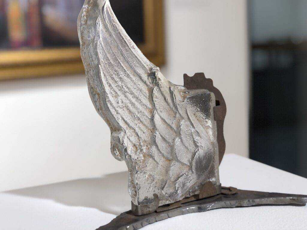 Donna Sauers. I Can Fly, 2019. Cast Glass and Metal.
